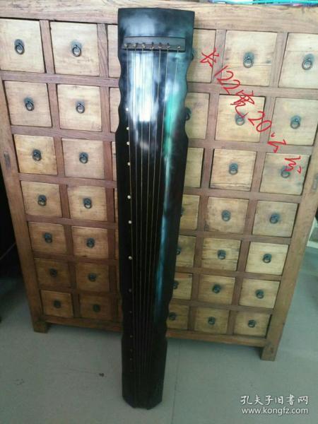 桐木古琴,保存完好品相一流,正常使用,近代几十年制,悬挂及使用佳品