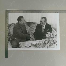 稀缺,大照片〈30.7x23.3㎝〉~华国锋主席访问南斯拉夫~,华主席和铁托总统亲切交谈……
