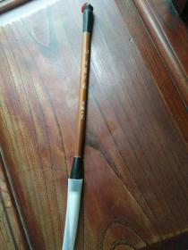 七八十年代安徽工艺厂生产的大号玉笏羊毫毛笔一支,未使用过,品好包快递发货。