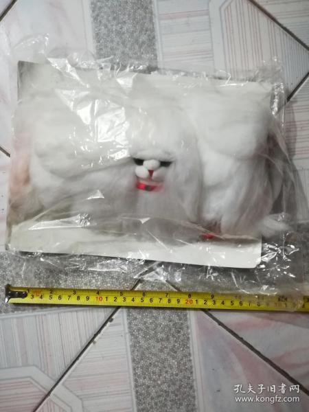怀旧白色长毛绒狗狗玩具