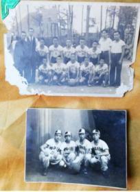 1943年南京沦陷区。南京三民中学/足球队老照片二张。背面有军人在围观。