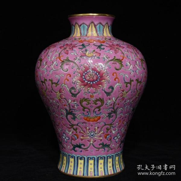 清乾隆粉彩花卉纹梅瓶