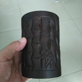 精美的木雕竹节图案笔筒