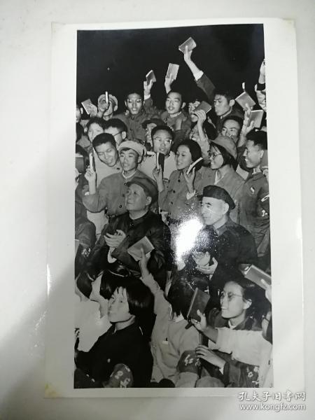 毛主席和林彪和红卫兵们在一起老照片