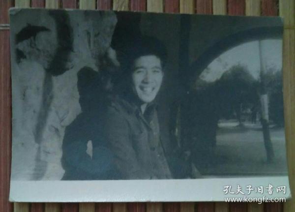 微笑的男子照片
