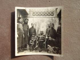 民国时期 北京一家人在院子里合影老照片 老相片收藏