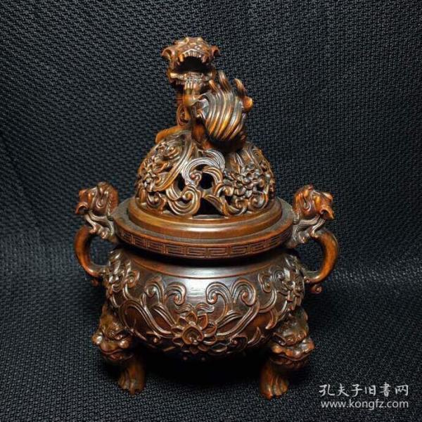 黄杨木兽耳狮子雕香炉