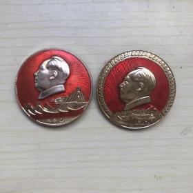 毛主席像章  董存瑞牺牲20周年纪念章(2)
