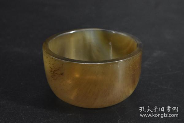 (乙4343)《牛角杯》一件 杯子直径:5.32cm 高:3.12cm 重:20.40g