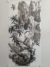 保真,山东国画院副院长牧青(李希勇)四尺整张花鸟画佳作《蕉荫竹韵图》一幅,尺寸137×69cm           牧青(李希勇) 1959年4月生。著名画家。现为中国美术家协会会员、山东省美术家协会第六、第七界理事、山东省国画院副院长。