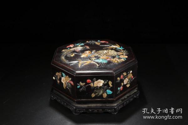 清 乾隆 小叶紫檀雕嵌花鸟六棱形盖盒