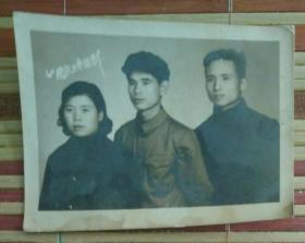 1960年国庆二男一女合影照片