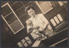 民国老照片,母子合影照