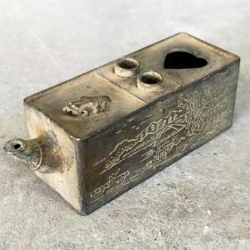 文房铜水滴,造型别致,包浆浓厚,器型小巧玲珑,适合使用,易可把玩。