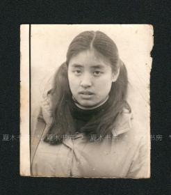 著名女诗人 翟永明照片,早期原版老照片,罕见,名人旧藏