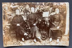 清末时期 穿长袍马褂的大户人家三公子在园林太湖石前合影 蛋白老照片一张