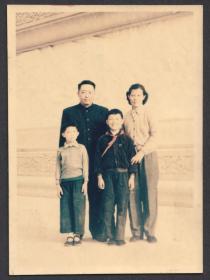 五十年代,彩色老照片(少见),四口之家的全家福合影老照片,爱克发相纸