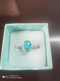 银鎏彩金蓝宝石戒指一枚(活扣)
