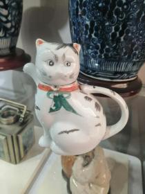 60年代山西地方精美手绘------《微型彩绘民俗瓷猫》---通高11厘米-----虒人荣誉珍藏