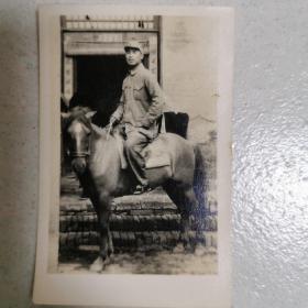军人骑马老照片