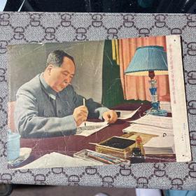 中国人民的伟大领袖毛泽东主席。