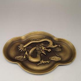 黄铜龙笔洗,器型厚重,形制端正;通体光素,色泽雅致,古意盎然,品相极好。