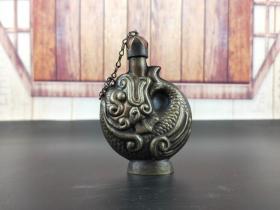 晚清时期银制鼻烟壶一件,保存完整造型如鱼,包浆醇厚品相好,把玩精品
