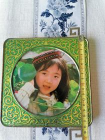 漂亮的《女孩》铁皮盒盖子
