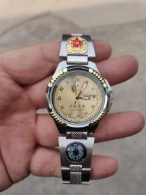 中国军表   双日历,走针准时,夜光指针,指南针,漂亮大气。