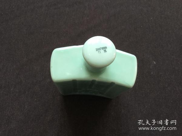 军酒瓷酒瓶 一个(牛栏山酒厂2007年出品)  尺寸:11/4.5/17cm(只发快递)