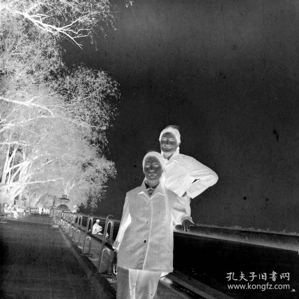 【老底片】江边的姐妹(52802)