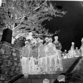 【老底片】石阶上合影(52805)