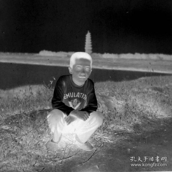 【老底片】河边的男孩(52806)