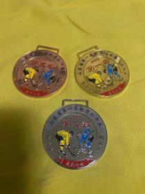 2019年第一届山东省轮滑公开赛金银铜牌,直径8.5,金牌80一个,银牌60一个,铜牌40一个。标价为一套价格