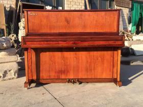 95年越黄钢琴,品相完好保存完整,包浆一流,正常使用。