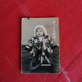 老照片:骑着木马的四个月的维娜