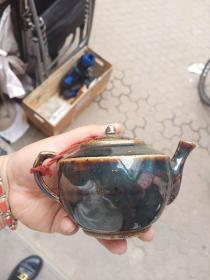 明清黑釉小壶,盖有残,介意者勿拍。包真包老,售出不退。