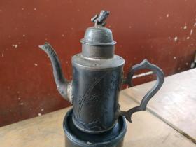 江西赣南客家礼器:珍品:民间收老红木镶锡瑞兽钮执壶,工艺精湛,赏玩清供。