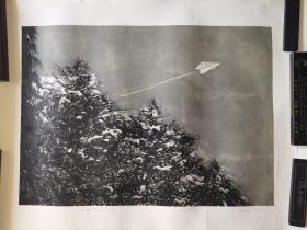 广州美术学院版画研究生,北京职业艺术家刘忠华版画《有纸飞机的天空》,92cm*68cm,