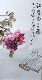 """陈玉圃牡丹立轴,品相完好,尺寸:64X32,陈玉圃,现为天津南开大学东方艺术系教授,硕士生导师,中国美术家协会会员。擅长山水,花鸟,人物。其艺术观念多受老庄及佛学影响。崇尚自然。主张画道无为。画格简淡。不事雕凿。他研习传统思想和文化,以自然为师,""""无念为宗"""",潜心中国画的创作。北方人的秉性和南方山水的滋养,造就了他简劲平实、气韵灵动的艺术风格。 替人代卖,请自断,售出不退。"""