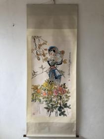 程十发 四立尺轴  画芯尺寸139×70厘米   程十发(1921年4月10日-2007年7月18日),籍贯上海市金山区枫泾镇人。中国海派书画画匠,在人物、花鸟方面独树一帜。在连环画、年画、插画、