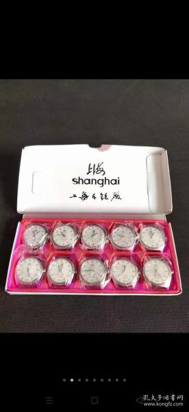 退休领导收藏的一盒七八十年代上海牌手表,【为人民服务】19钻,手动上发条机械的,全品相,收藏馈赠档次高。