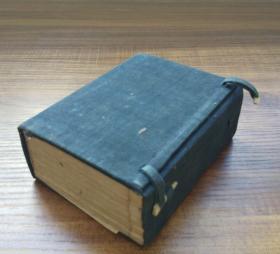 明治12年(1879年),东京文海堂藏版,巾箱本《四书集注》完整一套,布面函套原装,一函五册全。刻印精美,品相完美。尺寸:12*10cm,小巧精致美观!
