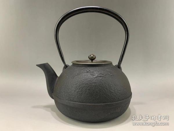 日本龙文堂老铁壶