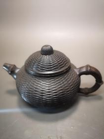 铜雕竹篓壶