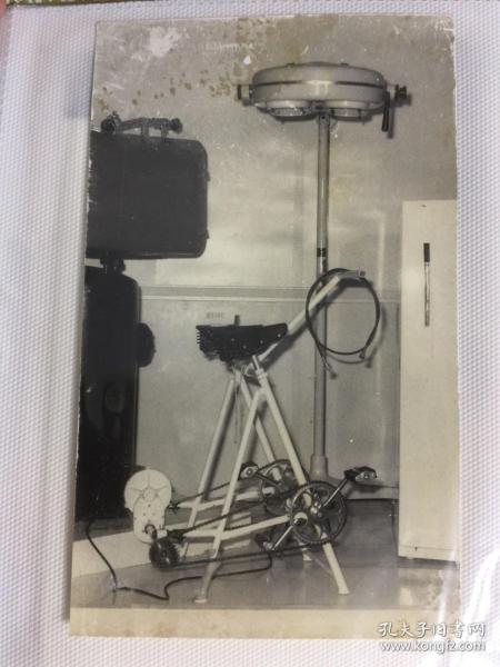 五六七十年代中国出口商品交易会(广交会)脚踏发电手术灯