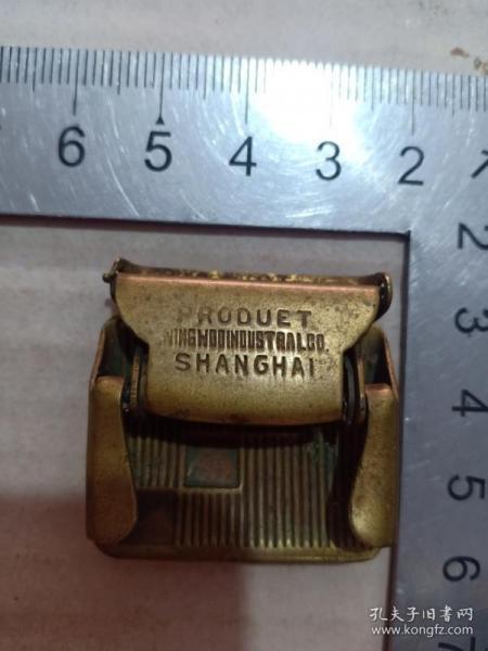 箱31,民国 带外文上海永和实业公司铜腰带扣,广告腰带扣十分少见,3.2*3.3cm