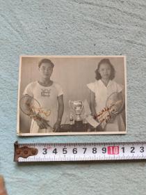 东南亚羽毛球球员照片一张  带签名