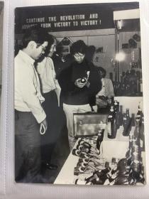 五六七十年代中国出口商品交易会(广交会)外商参观酒类和矿泉水展区