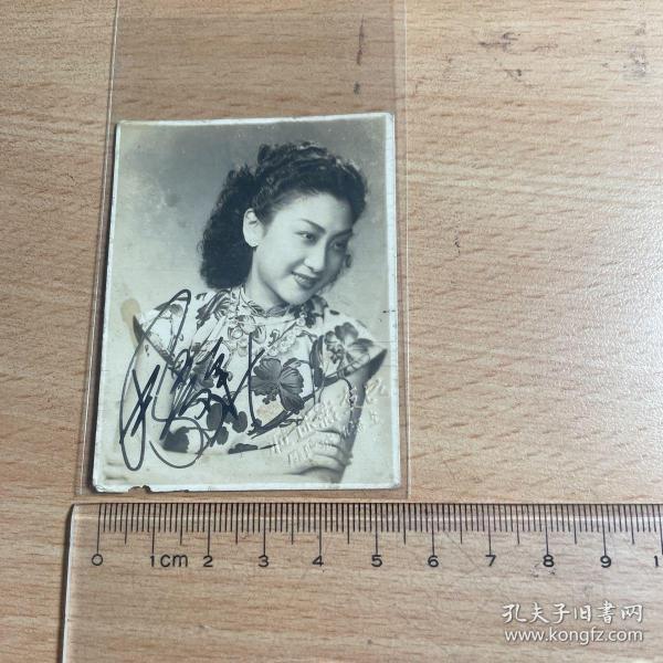 电影明星老照片   周曼华 4   上海良友影迷社      亲笔签名   稀见  5.5    J43